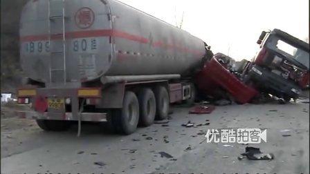 【拍客】重型卡车撞上油罐车险爆炸 实拍抢救现场生死时刻