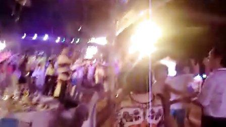 泰国普吉岛 大家很high跳舞