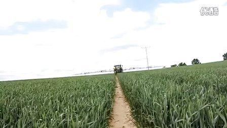 约翰迪尔(John_Deere)7810拖拉机喷洒农药