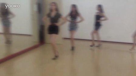 天津朵雅时尚模特培训机构周末基础班教学拍摄