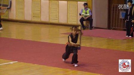 彭晓柏参加武术项目锦标赛长櫈表演