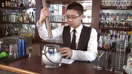 浙江杭州最好的调酒师培训学校老师调制薄荷茱莉普-义鑫
