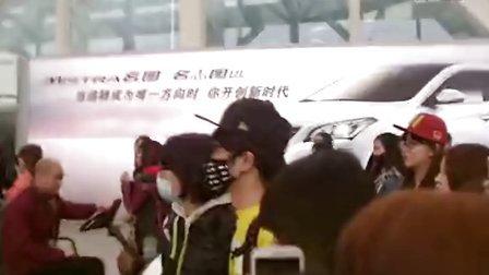 【140113】华晨宇,广州送机(3)。by:@莫陌_hcy