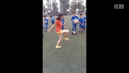 花式女孩来越野享受快乐足球