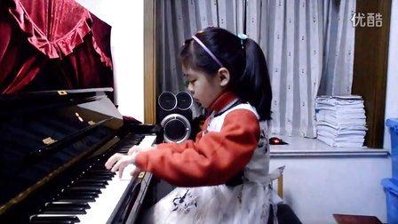 情情 弹钢琴《洋娃娃的梦》