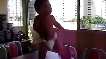 巴西尿片宝宝忘情跳森巴舞 完整版