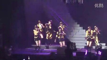SNH48红白歌会现场火拼 32萌妹激战上海滩 140118