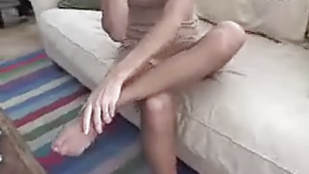 美女扭伤脚-2