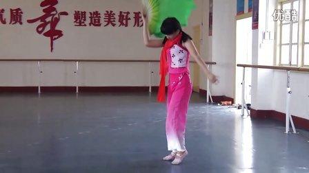 龙山职中一个美女学生独舞《映山红》