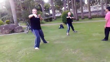 老外学练武术