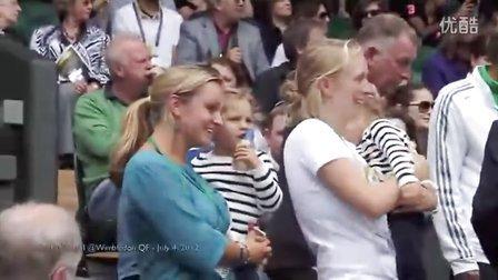 费德勒双胞胎女儿在2012温网八强赛欢迎爸爸进场[2012-07-04]