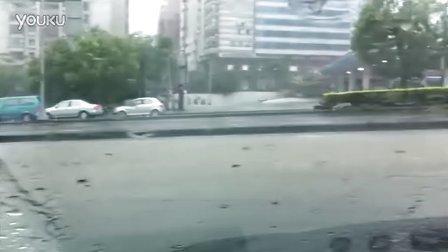 【8.2双台风】台湾中港路河-摩托车被冲倒了