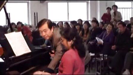 武汉音乐学院教授为老年人上钢琴课(一)