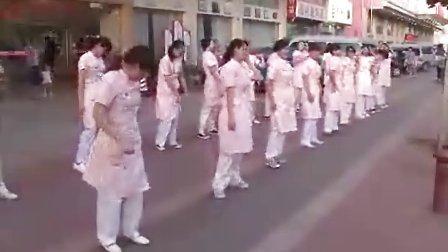 深圳某医院上演精武护士_热身运动震撼有力