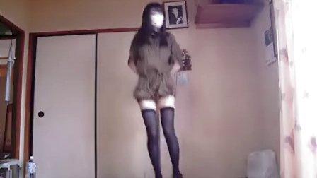 日本萝莉美女自拍热舞戴口罩