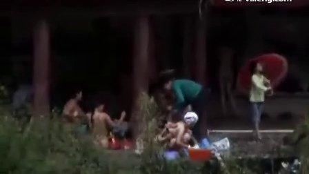 河南三门峡深山村庄晨练集体裸浴