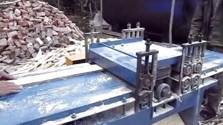清边机多片锯400型锯橡胶木海南岛加工现场
