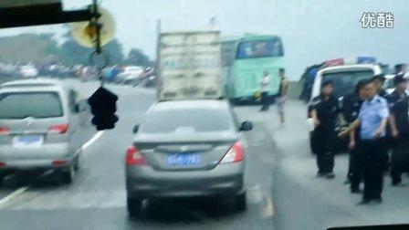 贵州省铜仁市松桃县迓大二级公路发生车祸现场