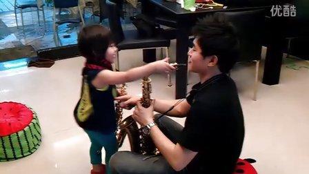 始上最年輕二歲薩克斯風小老師Tk小霸王來了哈哈