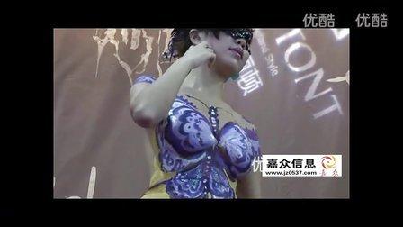 深圳内衣展丰满美女人体彩绘引爆全场