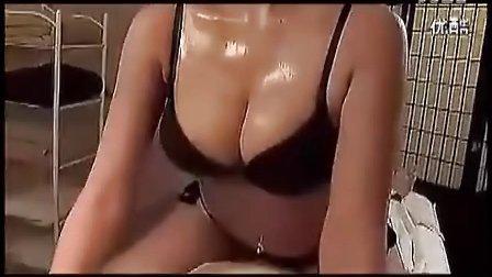 搞笑视频 美女的按摩.