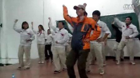 今天拓展活动时跟着教练大跳江南styie