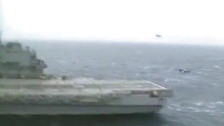 """苏联的米格-29K在库兹涅佐夫号航母上练习""""触舰复飞 """""""