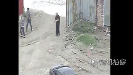 实拍:扬州黑社会持钢管进工地群殴现场密拍