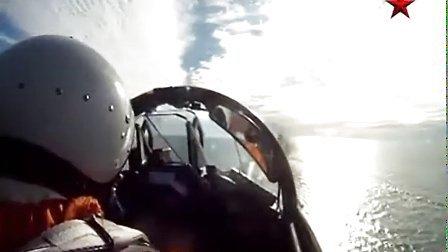 """从罕见的座舱角度拍摄米格-29K在维克拉玛蒂亚号航母上练习""""触舰复飞 """""""