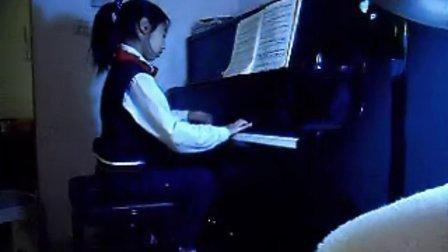 十岁小朋友弹的野蜂飞舞 (钢琴曲)