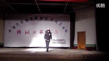 鬼步舞首次亮相济南大学舞蹈大赛www.51juw.com