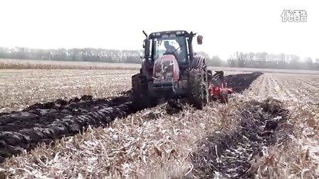 八五二农场贝松犁玉米原茬地翻地