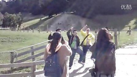 德云社成员在瓦尔特峰高原牧场跳的不知名的舞蹈,开心中。。。