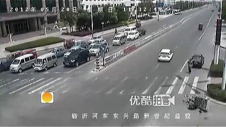 小伙救助摔伤老人遭冤枉【www.dxzxcn.com】 交警调监控证清白.