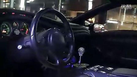 爽爆你的眼-东京闹市街头实拍超炫的林宝坚尼车队