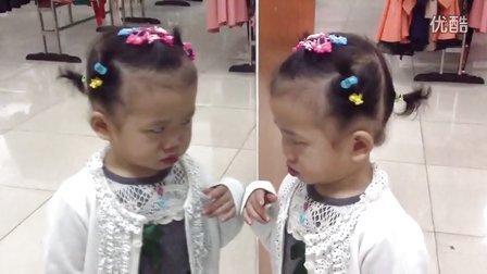 琦琦臭美照镜子