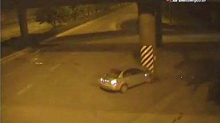 成都媒体公布的惨烈交通事故视频集(李毅吧www.liyiba.com)