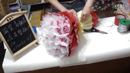 川崎玫瑰花束包装教程,纸玫瑰花束包装过程,卡通画花束,鲜花包装,淘宝店铺名《店名暂缺》