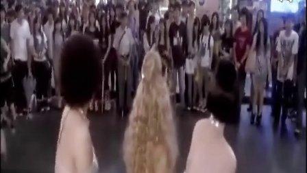 《爆笑角斗士》中争装女人片段