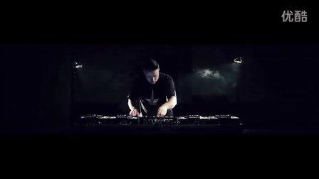 来自英国天龙 DJ Delimentry 使用四台SC2900 CD机的精采演出-Mixkhana!