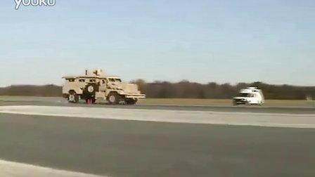 美军军用车急刹车掉轮子