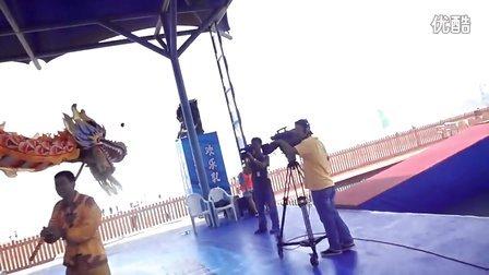 2010-6-27夏西村舞龙队参加《快乐向前冲》主持人张敏健和演员王涛交流时录像