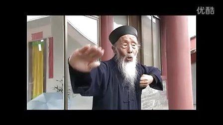 百岁老人演示八段锦