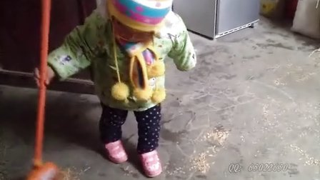 女儿完全成长记录:萌妹子吹汽球、扫地、玩IPAD和秀长腿!