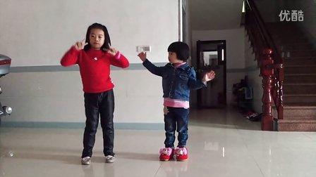 姐姐教跳舞,喜娃娃