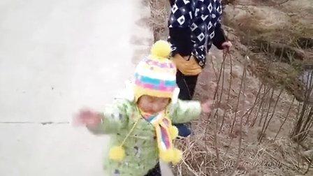 女儿完全成长记录:萌妹子懂得交通法规!
