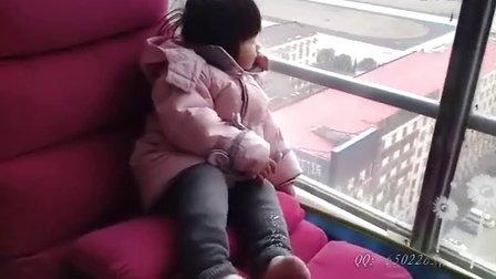 女儿完全成长记录:萌妹子在阳台沉思!