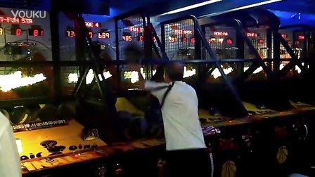 老大爷完爆游戏厅投篮机记录,这让我们年轻人情何以堪【实拍】