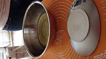 在家做出漂亮的香草戚风蛋糕