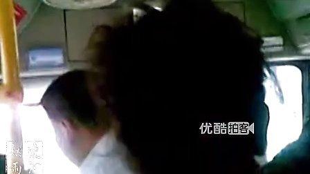 有声小说下载[www.52txs.com]提供[拍客]公交司机行车途中与乘客激烈打骂